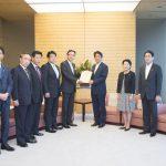 党拉致対策本部でまとめた対北朝鮮制裁強化策を安倍総理に提出(平成27年6月25日 首相官邸)