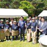 安倍総理と障害者との集いにて参加者の皆様と記念撮影(平成28年6月2日 首相官邸)