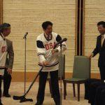 東日本大震災チャリティー試合で来日したアイスホッケーチーム(アメリカ・ポートランド)と安倍晋三総理とともに面会1。(平成25年4月8日 官邸)